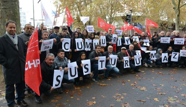 chp-uyelerinden-cumhuriyet-gazetesine-dayanisma-gosterisi-yapildi_1086_dhaphoto3.jpg