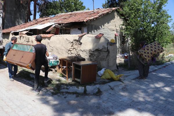 denizlide-depremzedelerin-buruk-bayrami-_3428_dhaphoto6.jpg