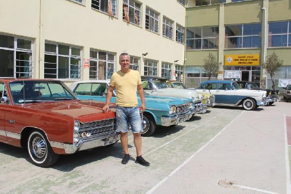 klasik-otomobil-tutkunlari-ayvalikta-bulustu_9949_dhaphoto2.jpg