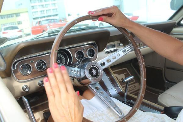klasik-otomobil-tutkunlari-ayvalikta-bulustu_9949_dhaphoto3.jpg
