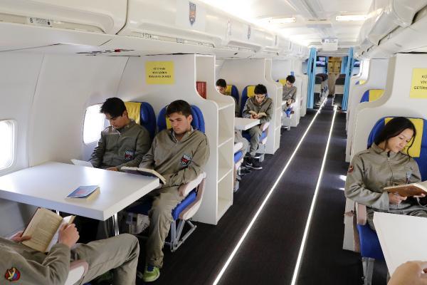 okul-bahcesindeki-yolcu-ucagi-turizme-de-hizmet-ediyor_6182_dhaphoto6.jpg