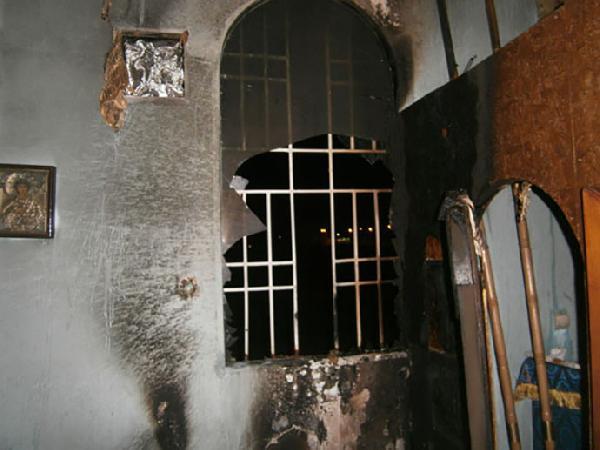 ukraynada-kilise-kundaklandi_8053_dhaphoto4.jpg